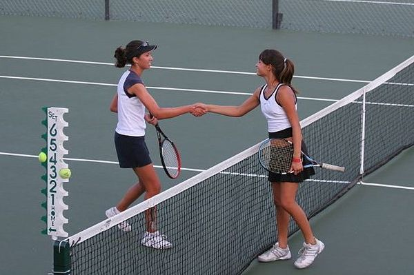 Tennis_shake_hands_after_match