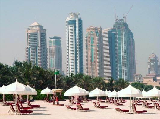 'Dubai Beach' from the web at 'http://www.dubai.com/blog/wp-content/uploads/2015/11/dubai-beach-1352638-640x480.jpg'