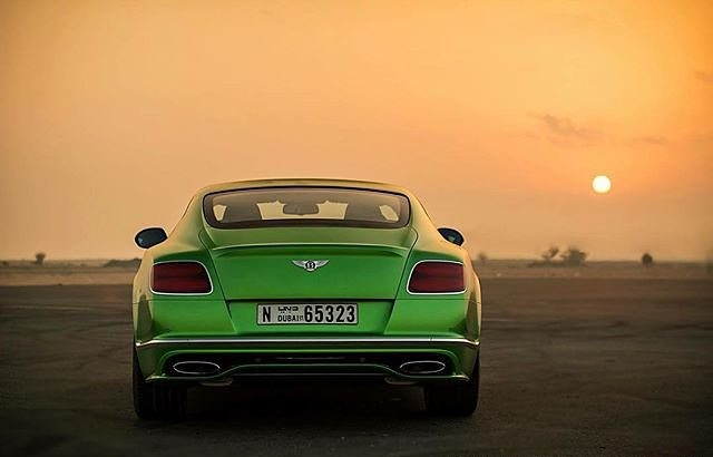'cars' from the web at 'http://www.dubai.com/blog/wp-content/uploads/2015/12/cars.jpg'
